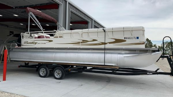 Bentley Pontoons 243 cruise