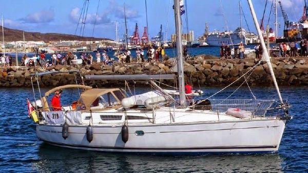Jeanneau Sun Odyssey 40 Jenneau Sun Odyssey 40 - Leaving Port