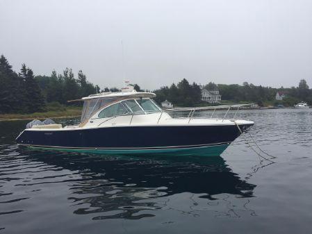 Pursuit 3480 Drummond Island Runner image