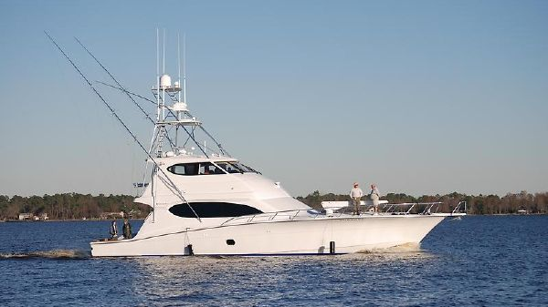 Hatteras 68 Enclosed Bridge CV
