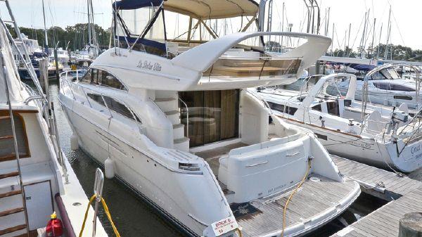 Viking Sport Cruisers 50 Flybridge Port Side