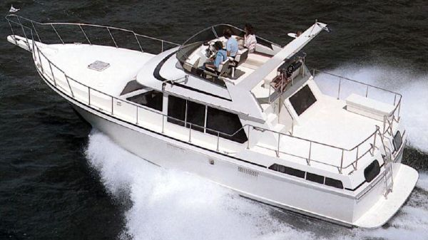Tollycraft 40 Sundeck Motor Yacht Catalog Image