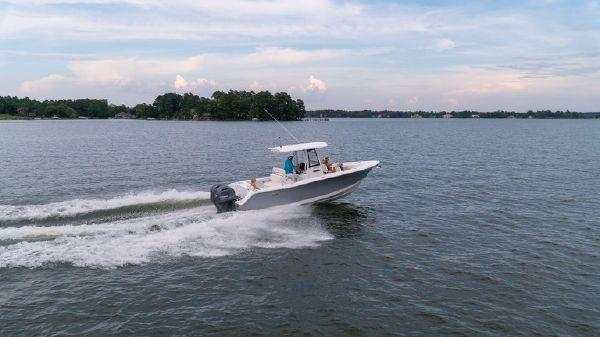 Sea Hunt Gamefish 27 w Forward Seating