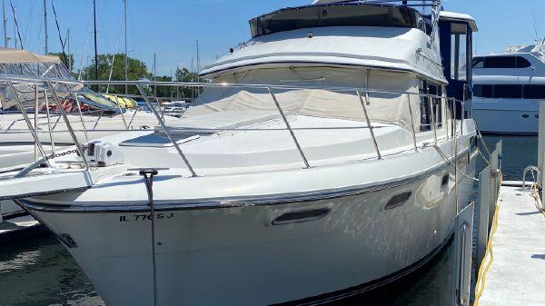 Carver 3807 Motor Yacht