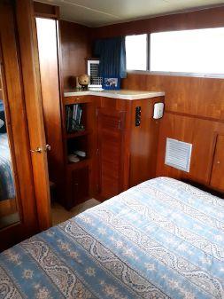 Tollycraft 43 Tri-Cabin image