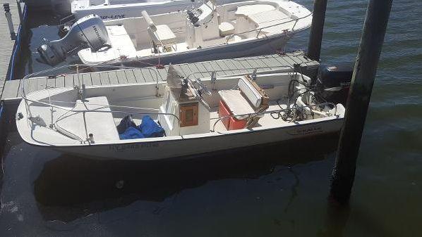 Boston Whaler 17 Montauk image