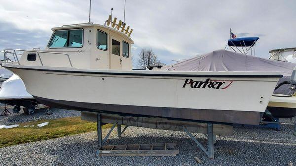 Parker 2520 Modified Vee Sport Cabin