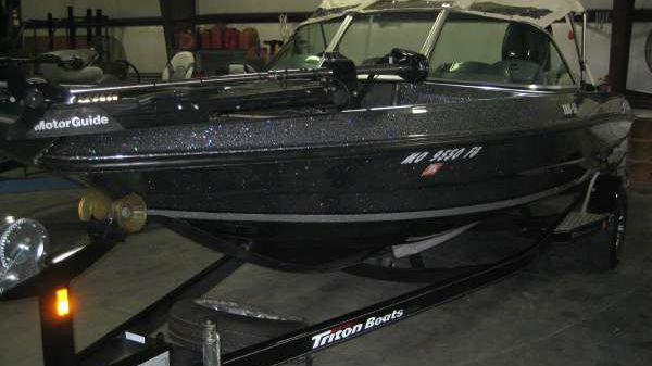 TRITON BOATS SF-188