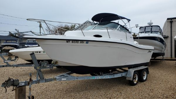 Seaswirl Striper 2100 Walkaround O/B
