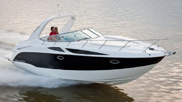 Bayliner 335 Running Shot - Catalogue Photo