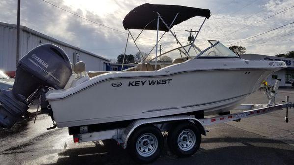Key West 211 Dual Console image