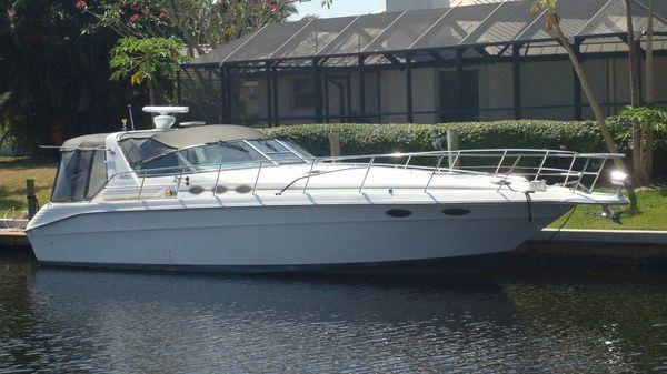 Sea Ray 400 Express Cruiser Sleek, Legendary Yacht