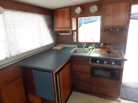 Hatteras 38 Convertible image