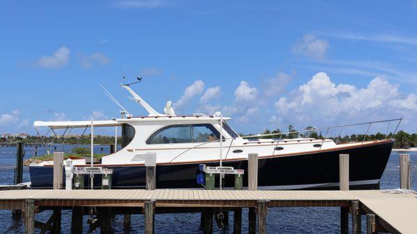 Hinckley Talaria 44 Motor Yacht