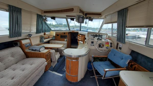 Sea Ray 340 Sedan Bridge image