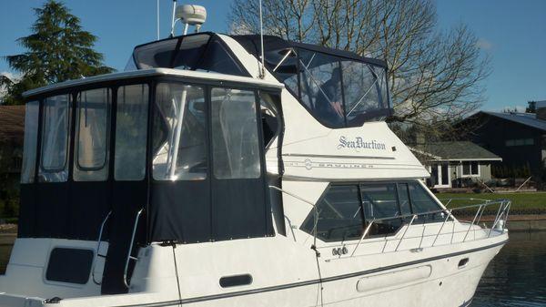 Bayliner 4087 Aft Cabin Motoryacht Starboard view