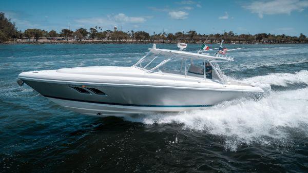 Intrepid 400 Cuddy Profile Port