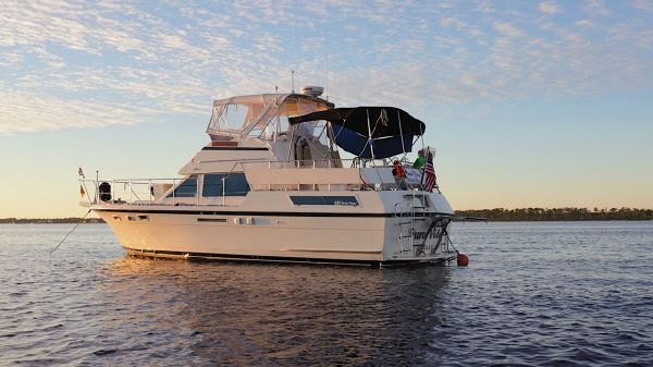 Hatteras Double Cabin Sundeck