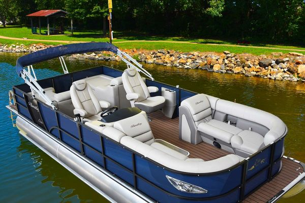 Bentley Pontoons 250 Elite Rear Lounger - main image