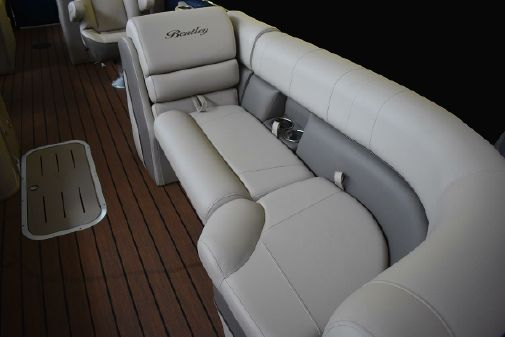 Bentley Pontoons 250 Elite Rear Lounger image