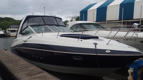 Cruisers Yachts 330 Express