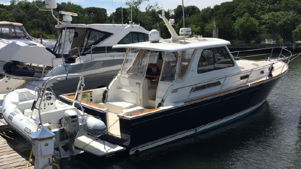 Sabre 42 Express Starboard Side