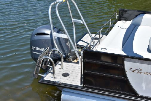 Bentley Pontoons 220 Elite Swingback Dual Captain image