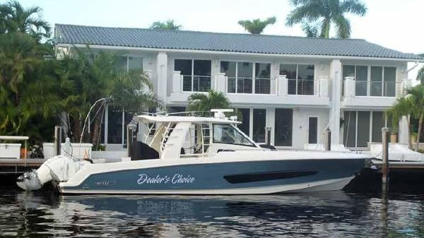 Boston Whaler Outrage 42 PROFILE