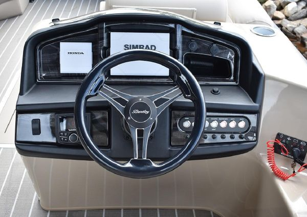 Bentley Pontoons 220 Elite Swingback Bench image
