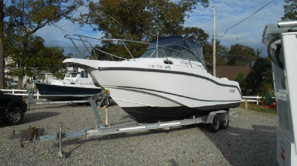 Boston Whaler Conquest 255