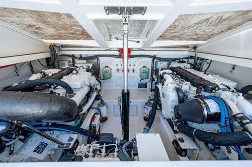Cabo 32 image