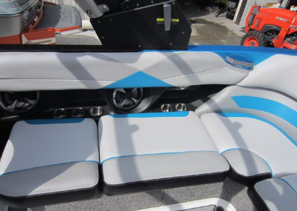 Malibu 23 LSV WAKESETTER image