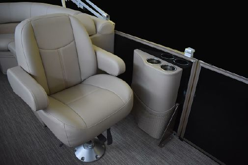 Bentley Pontoons 240 Navigator image