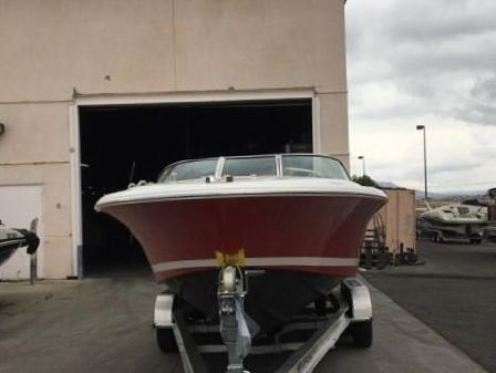 Chris-Craft 25 Launch image
