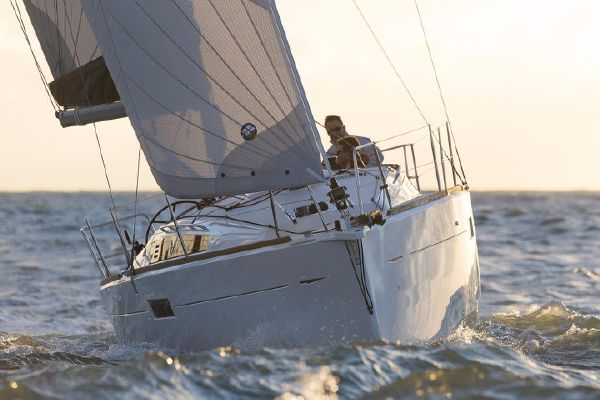 Jeanneau 349 (Performance) In-Stock - main image