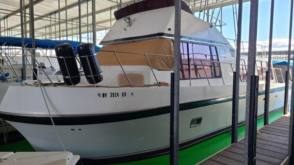 Blue Water Sport Sedan Houseboat