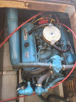 Blue Water Sport Sedan Houseboat image