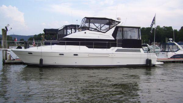 Bayliner 4587 Motor yacht w/aft cockpit