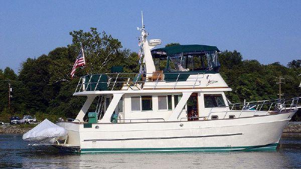Mariner 40 Orient Sedan In Water Starboard Profile