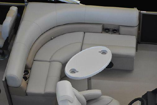 Bentley Pontoons 240 4-Point Fish image