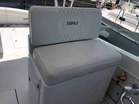 Topaz Royale 39' image
