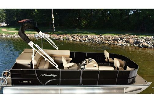 Bentley Pontoons 240 Fish image