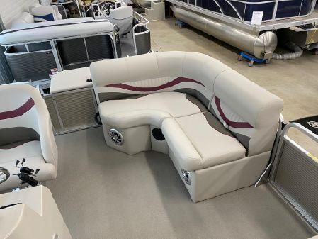 Apex Marine Qwest Edge 816 Sport Cruise image