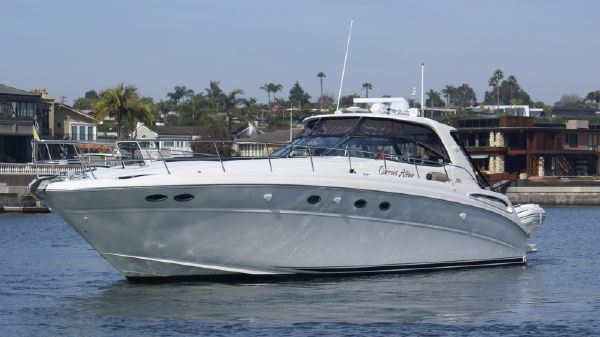 Sea Ray 510 Sundancer Port Side On the Water
