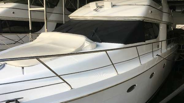 CARVER YACHTS 530 Motor Yacht
