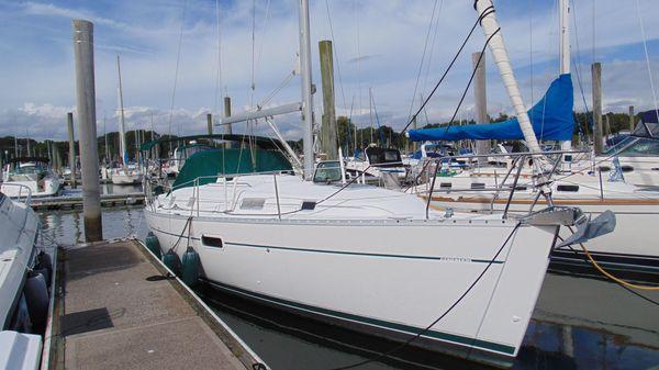 Beneteau 361 Starboard Bow