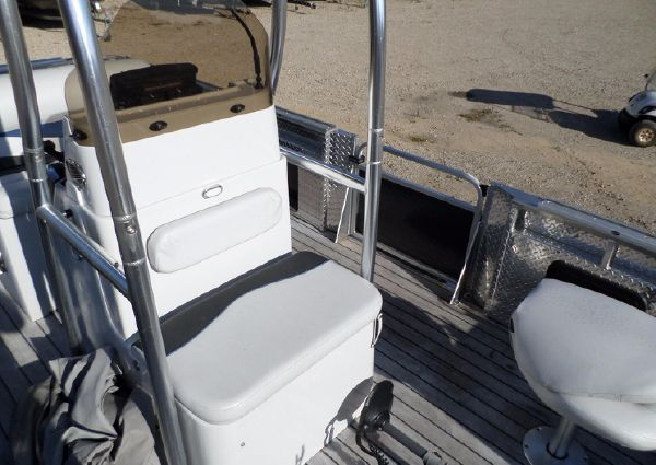 Apex Marine Qwest LS 818 Angler image