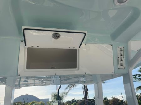 Sea Pro 239 DLX Center Console image