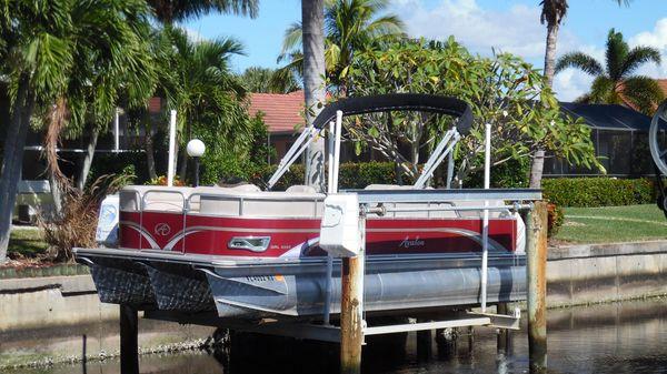 Avalon DRL - 22' On Lift Port Side