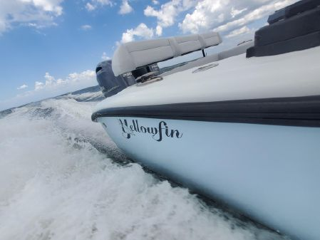 Yellowfin 26 Hybrid image